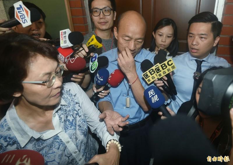 高雄市長韓國瑜突然現身立法院,參加國民黨團大會,爭取高雄市預算。(記者廖振輝攝)