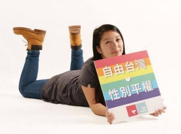 自由台灣黨周芷萱表示,國民黨專搞金權政治,破壞國人對政治的觀感,認為政治很骯髒、複雜。(圖取自周芷萱臉書)