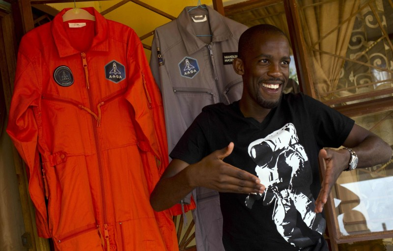 南非空軍出身的馬塞科(Mandla Maseko)有望成為非洲史上首位太空人,然而他卻在6日因為一起摩托車事故不幸喪生。(法新社)