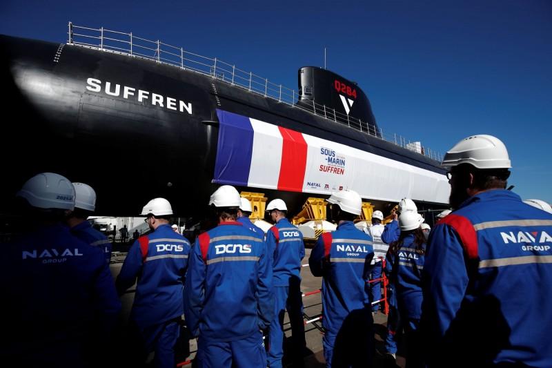 「敘弗朗號」全長99米、排水量5000噸,艦身塗上象徵法國國旗的紅白藍三色。(路透)