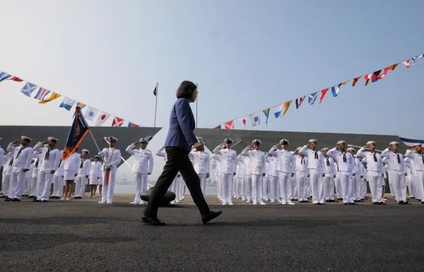 蔡英文總統今天南下高雄,出席派里級巡防艦成軍典禮。(擷取自蔡英文臉書)