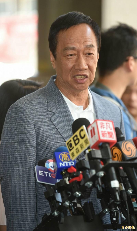 繼「大哥拜託你」之後,國民黨總統初選參選人郭台銘今日再向高雄市長韓國瑜喊話,表示主導發球權在韓市長手上。(記者劉信德攝)