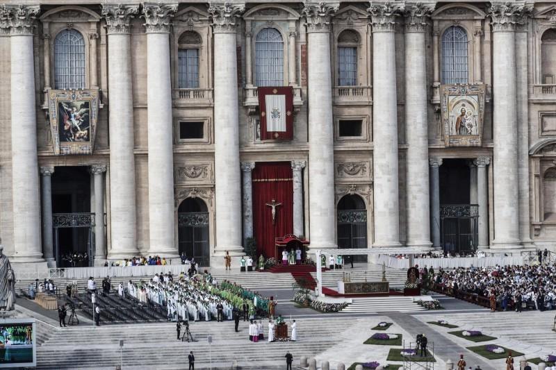 教廷外長蓋拉格與中國外長王毅會面,會後雙方發表聲明,中方對於延續中梵主教任命協議給了綠燈,教廷則為受武漢肺炎衝擊的人們祈禱。圖為梵蒂岡聖彼得廣場。(歐新社資料照)