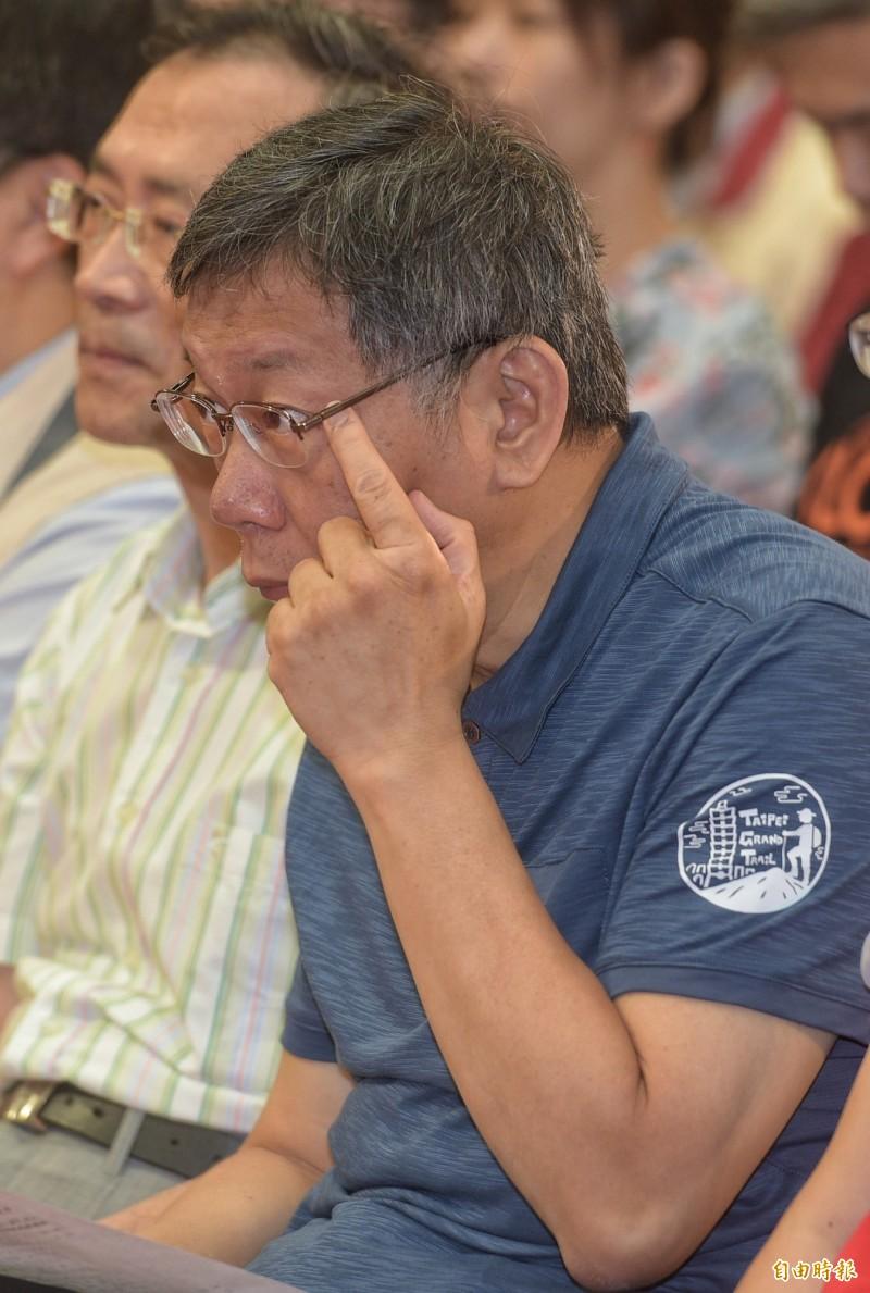 有名嘴爆料,台北市長柯文哲將任鴻海集團創辦人郭台銘拚總統的競選總幹事,柯文哲今早受訪時說,這很可怕,常常報派我的工作,我要去當選舉總幹事喔!這不是願意不願意,是像嗎、像嗎?(記者張嘉明攝)