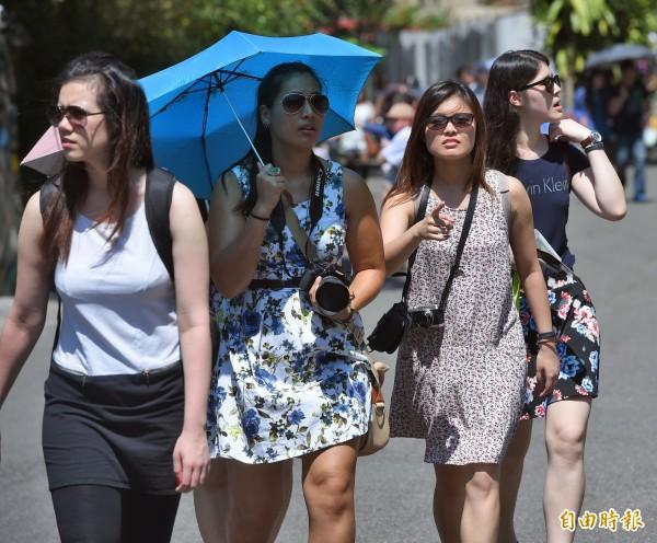 研究指出,在台灣死亡風險最低的溫度區間介於攝氏25至30度間,是讓人活得最舒適的「樂活溫度」。(資料照,記者王敏為攝)