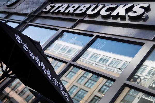咖啡龍頭星巴克宣布,從2019年起,全美所有分店的免費無線網路(Wi-Fi)將主動阻絕色情內容。(法新社)