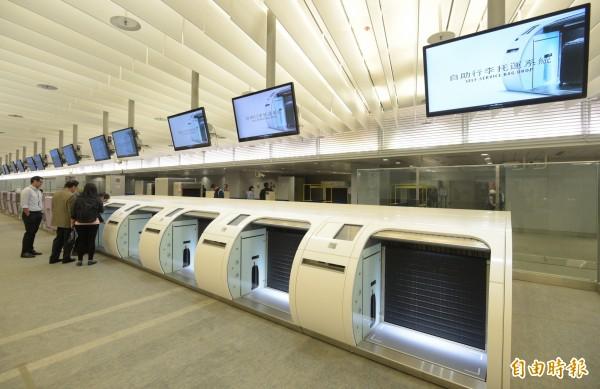 桃園機場捷運自助行李托運系統。(資料照,記者張嘉明攝)