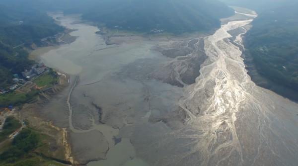 桃園地區昨日降下大雨,為石門水庫帶來超過438噸水量,對水情不無小補。(資料照,圖由讀者提供)