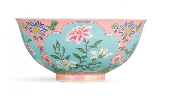 蘇富比香港以8.8億拍賣成交清康熙琺瑯盌,是台北故宮之外唯一一件。(圖擷取蘇富比拍賣)