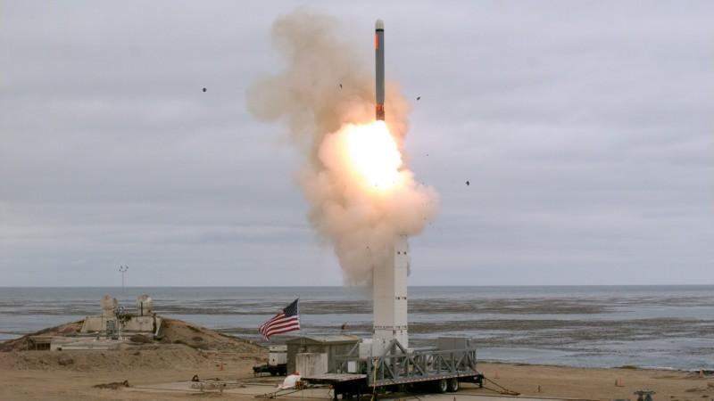 美國在本月2日退出「中程核飛彈條約」(INF Treaty)後,19日首次在加州聖尼古拉斯島(San Nicolas)試射一枚從地面發射飛彈。(圖擷取自美國國防部)
