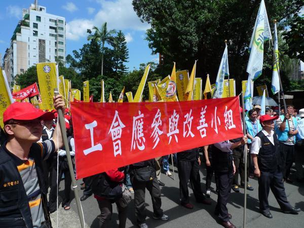 國營事業工會今上街頭抗議,預計於5月10日再集結萬人上凱道。(記者林毅璋攝)