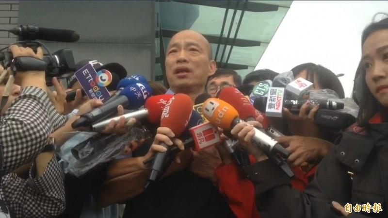 韓國瑜勘災時批評說,這次淹水災情行政院長、內政部長態度奇怪,難道只有高雄下大雨嗎?屏東沒下、台南沒下、桃園沒下嗎?為何只指責高雄。(記者黃旭磊攝)