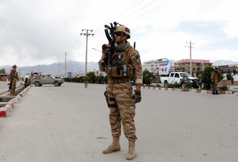 阿富汗首都喀布爾的法希姆元帥國防大學驚傳自殺炸彈攻擊案,至少6死6傷。圖為阿富汗維安部隊。(路透)