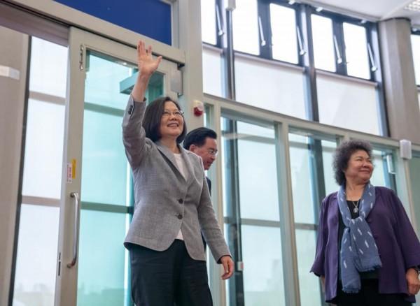 陳菊在臉書上溫情喊話,「請總統放心,我們會在台灣為妳加油,讓總統無後顧之憂,全力拚外交!」(圖擷取自陳菊臉書)