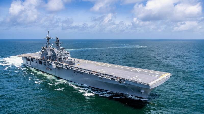 美利堅級兩棲突擊艦2號艦「的黎波里號」,已低調服役;今年晚些將進駐加州的美國軍港。(圖擷取自美國海軍)