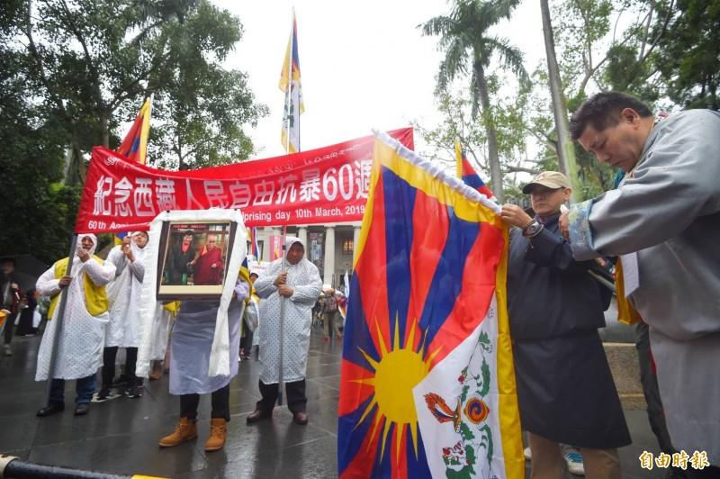 「紀念西藏人民自由抗暴60週年」大遊行。(記者方賓照攝)