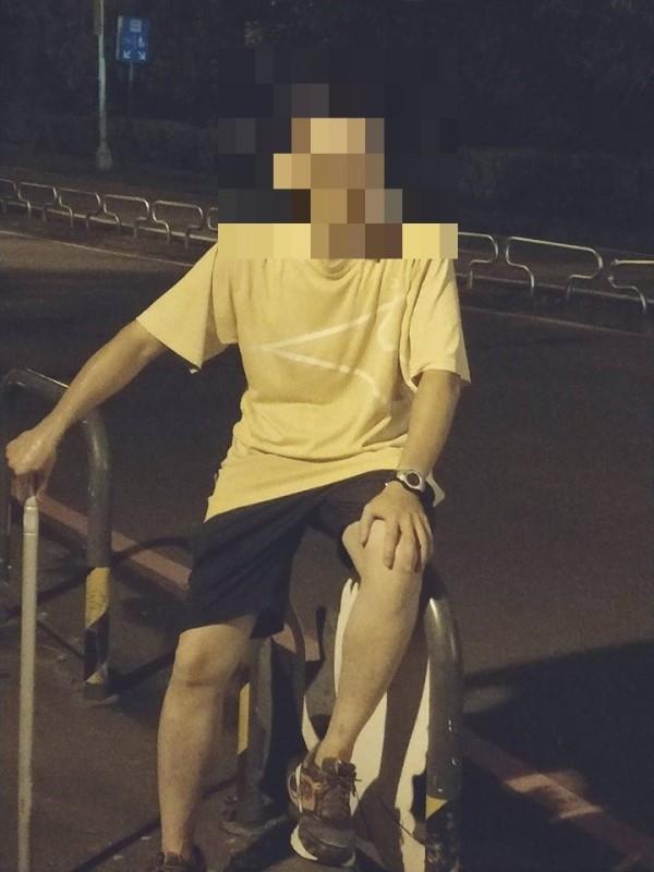 上月底黃衣男子被拍到光復橋下虐狗,裁罰2萬元及3週醫療費用。(取自動保人士黃泰山臉書)
