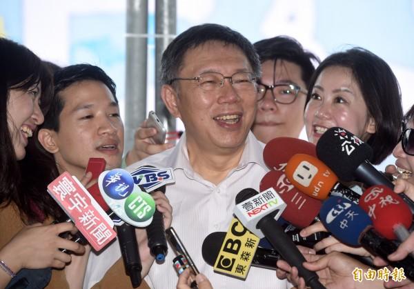台北市長柯文哲20日出席「2016台北河岸音樂季-台北5夠水」活動,活動結束接受媒體訪問。(記者簡榮豐攝)