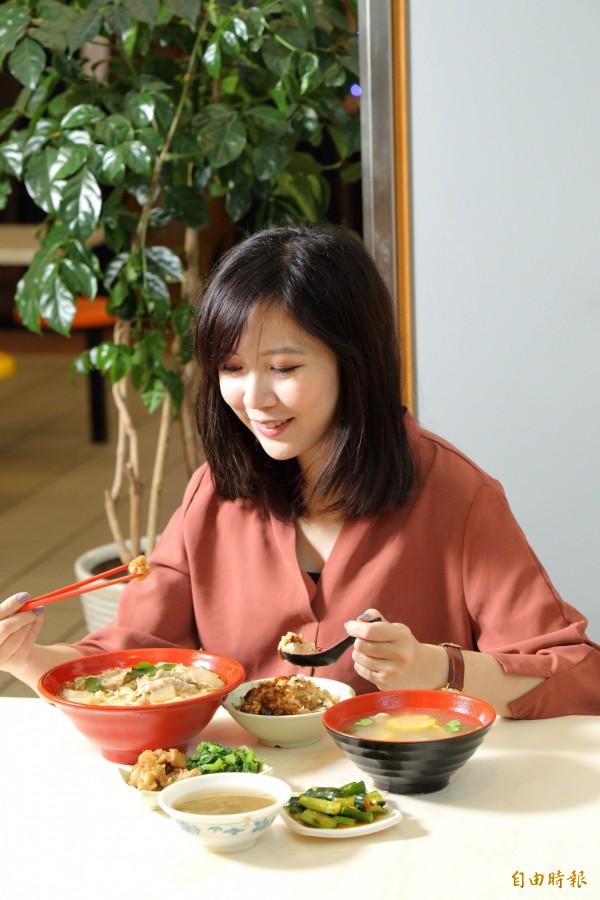 為避免牙齒不斷接觸酸性物質,用餐時間最好控制在40分鐘之內。(記者陳宇睿攝影)