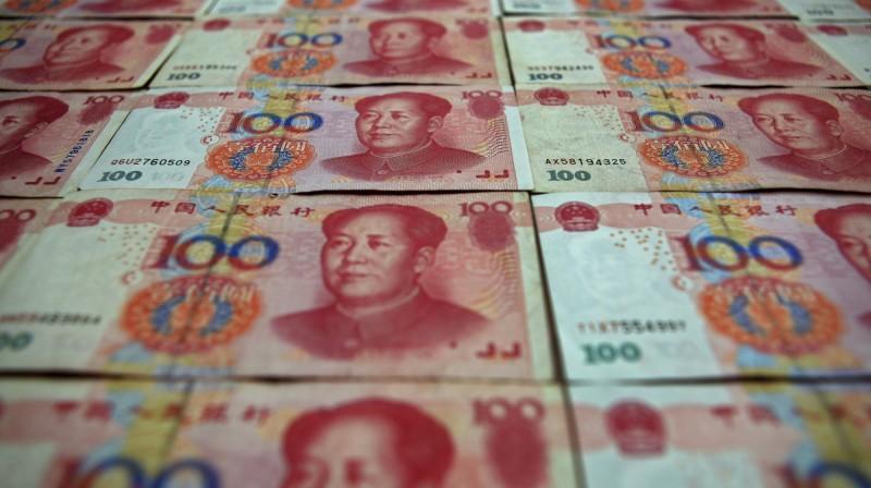 中國出錢購買台灣臉書粉專甚至收買網紅,民眾莫不擔心遭到中國洗腦。(路透)