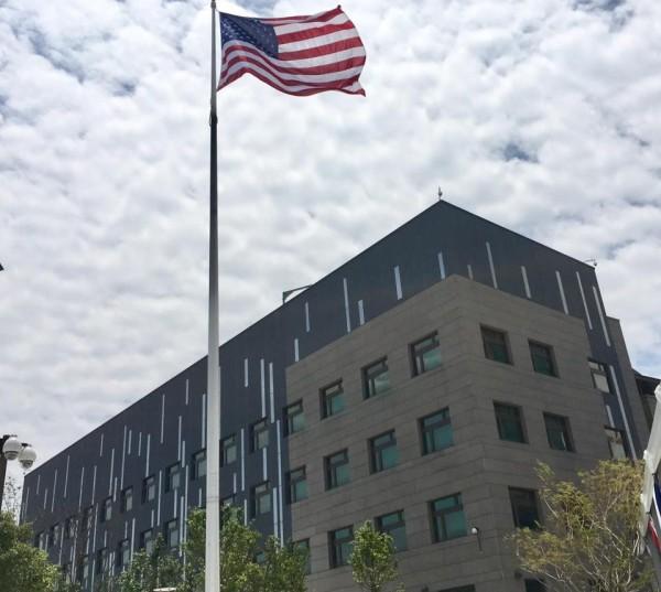 2名美方官員向《CNN》透露,國務院已要求美軍陸戰隊派員進駐AIT內湖新館。(翻攝自AIT臉書)