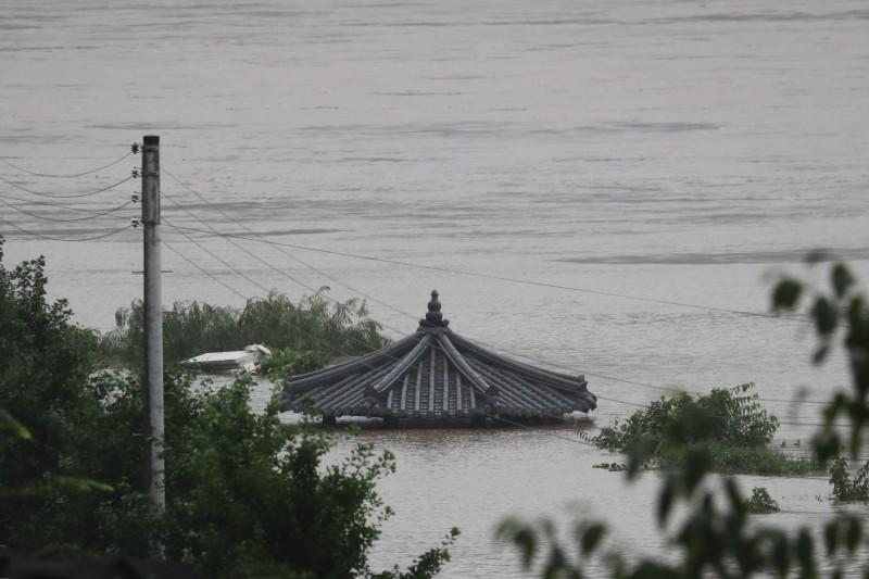 南韓今日表示,暴雨已造成16人死亡、11人失蹤,災民增至1648人,受災規模持續擴大。(歐新社)