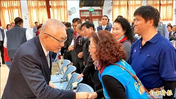 國民黨主席吳敦義昨到台東舉辦感恩茶會。他規劃三月赴美訪問,將以感恩茶會方式舉行。(資料照)