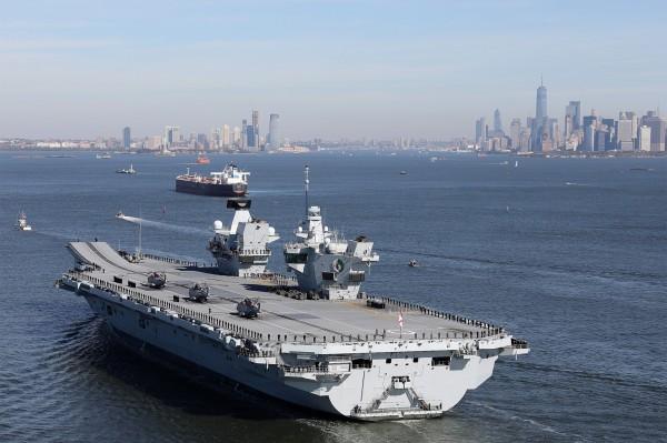 英国可能在脱欧后建造亚洲军事基地。图为英国航母伊丽莎白女王号。(欧新社)