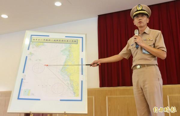 國防部海軍參謀長梅家樹在記者會中表示,此次誤射屬於人為疏失,飛彈在發射後掉落於澎湖外海,沒有造成傷亡。(記者劉信德攝)