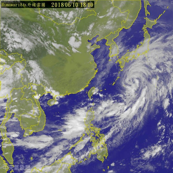 今晚6點10分衛星雲圖。(圖擷取自中央氣象局)
