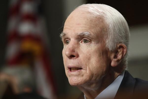 美國共和黨參議員麥肯(見圖)驚傳罹患腦癌,目前在麥肯的腦部有一種膠質母細胞瘤正在成長,且醫師指出,該種腫瘤具有侵襲性而且難測,屬罕見的病例。(美聯社)
