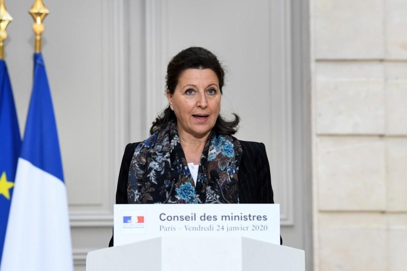 法國衛生部長布辛24日晚間緊急召開記者會指出,法國已出現兩名新型冠狀病毒確診病例,一名在巴黎,另一名在波爾多,為歐洲首例。(美聯社)