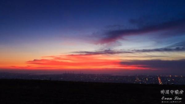 拍攝場景遍布桃園機場、大肚山等地,夕陽火燒雲的縮時攝影更是讓人看得目不轉睛。(圖擷自YouTube)