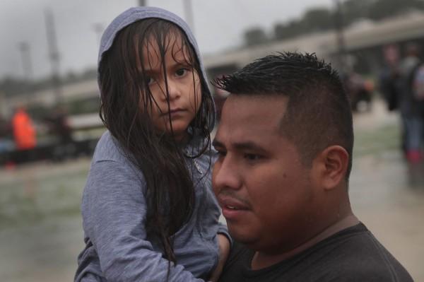 哈維颶風恐2次登陸,民眾還來不及逃難就要面臨下一次傷害。(法新社)