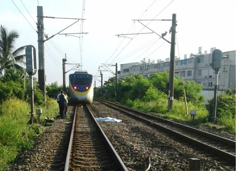 台鐵善化-隆田段今早發生死傷事故,部分列車班次受到影響,已在8點37分雙線恢復通車。(記者萬于甄翻攝)