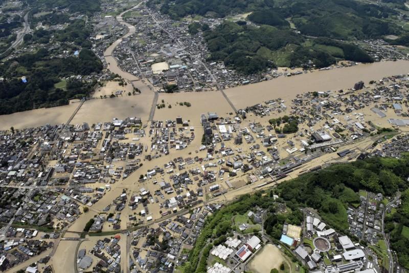 日本熊本縣遭遇數十年一見的恐怖暴雨。(美聯社)