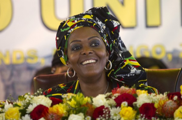 辛巴威第一夫人格蕾絲(Grace Mugabe)被爆出將小象、獅子等動物送給中國,來償還辛巴威欠中國的債務。(美聯社)