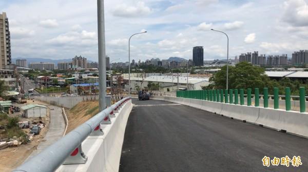 全長720公尺的「安和支線」道路即將於本月底通車,可從安康路及安和路口,連通至安一路。(記者張安蕎攝)