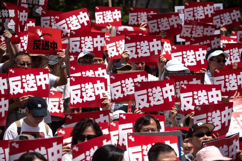 香港政府強推《逃犯條例》修正草案,百萬香港人走上街頭抗議。(法新社資料照)