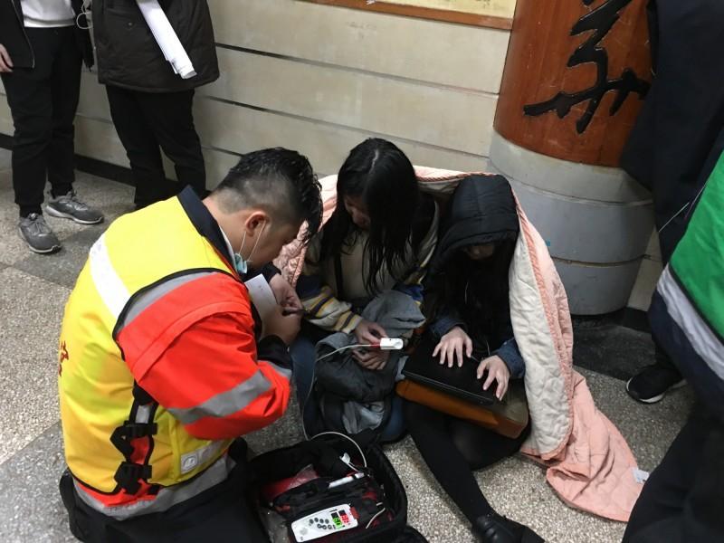 中國文化大學大典館失火,脫困的學生餘悸猶存。(記者陳恩惠翻攝)
