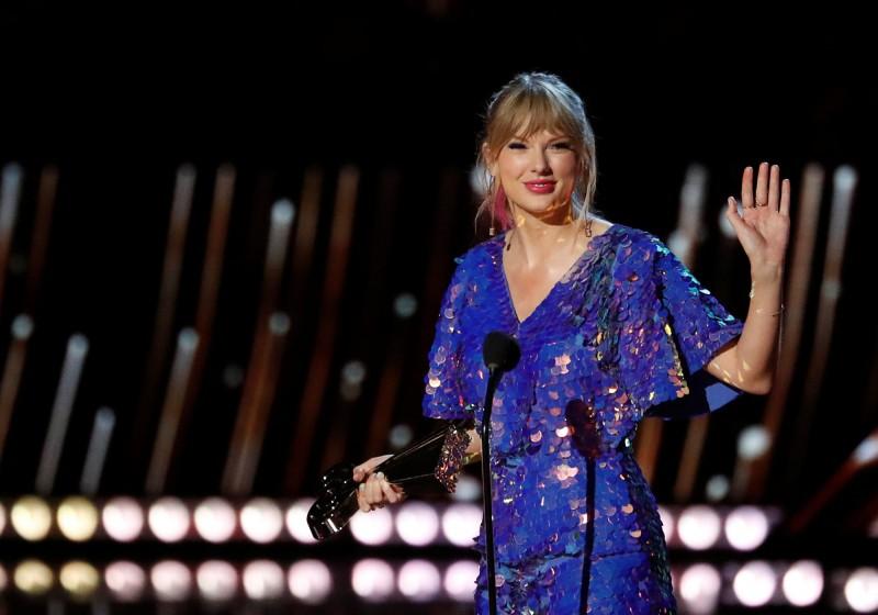 《時代雜誌》今日公布百大影響力人物,美國流行樂小天后泰勒絲(Taylor Swift)被選為封面人物。(資料照,路透)