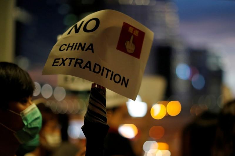 香港民陣15日晚間發出4點聲明,呼籲市民616上街追究政權暴行,更要求林鄭月娥問責下台!(路透)