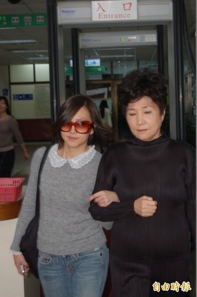34歲、宣昶有的前妻王敏是自由作家(左)。(資料照,記者楊國文攝)