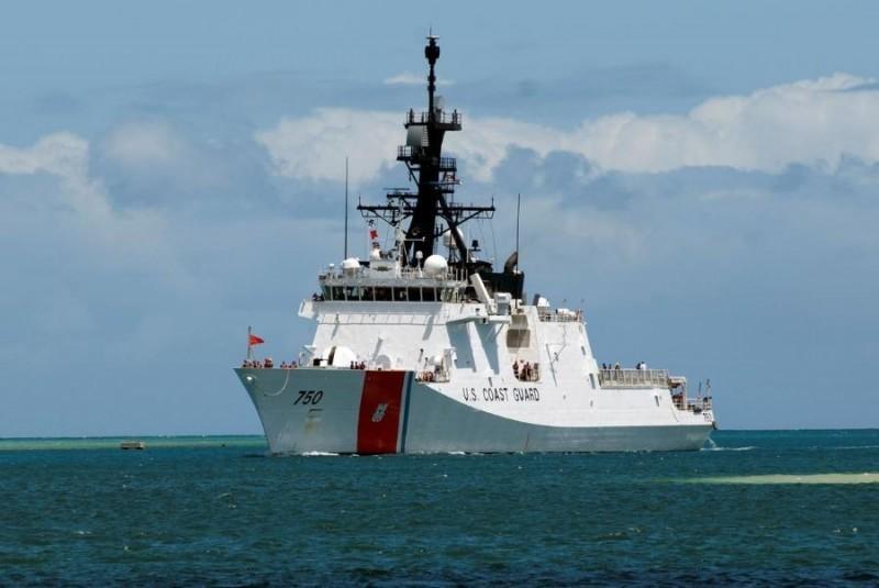 美國防務專家認為,美國海岸防衛隊艦艇通過台海,代表著美國應對中國在灰色地帶發起挑戰時的新思維。圖為伯索夫號巡防艦。(路透)