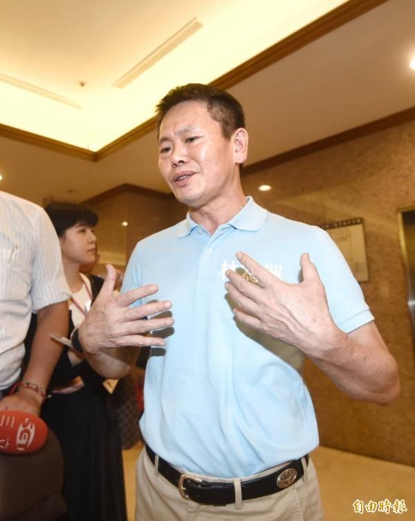 林為洲也批評他的競爭者沒有參選過,年近70,還曾因案被彈劾過提早退休,「黨中央這樣公平嗎?」(記者方賓照攝)