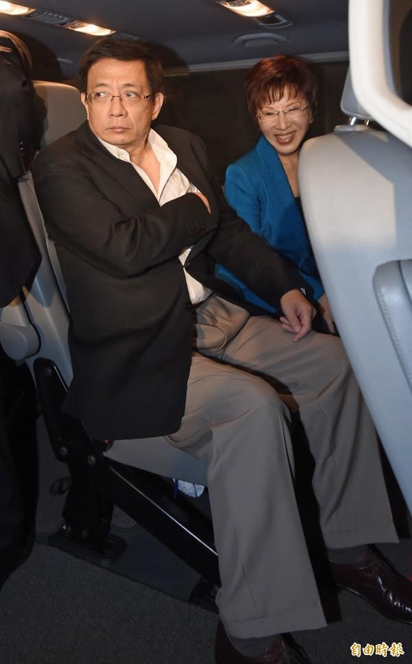 管中閔(左)今天被問到朱立倫被特偵組約談,一改爺們式的發言,僅說「現在不懂政治」。(資料照,記者劉信德攝)