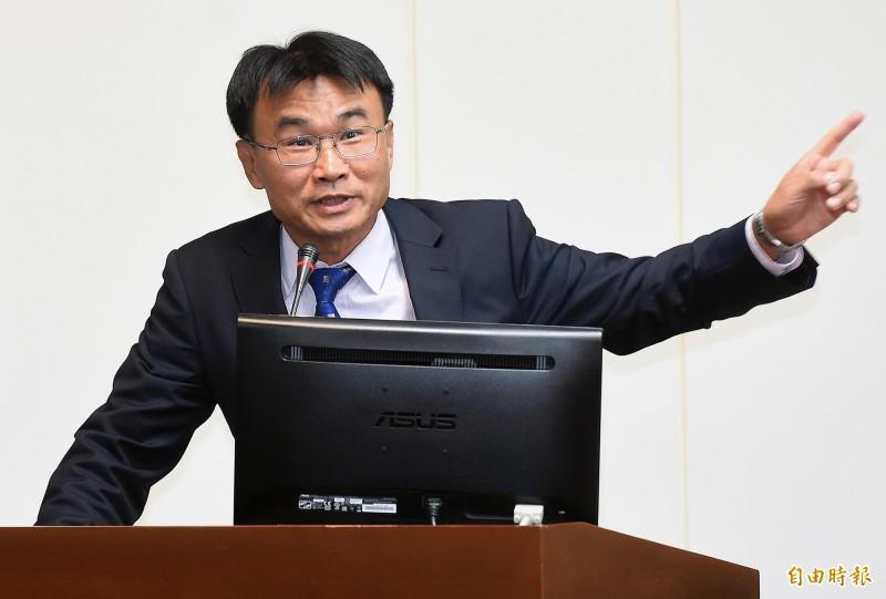針對郭台銘臉書指台灣有越來越多人吃不飽,農委會主委陳吉仲(見圖)表示,郭董恐是舊資料「移花接木」弄錯事實。(資料照)
