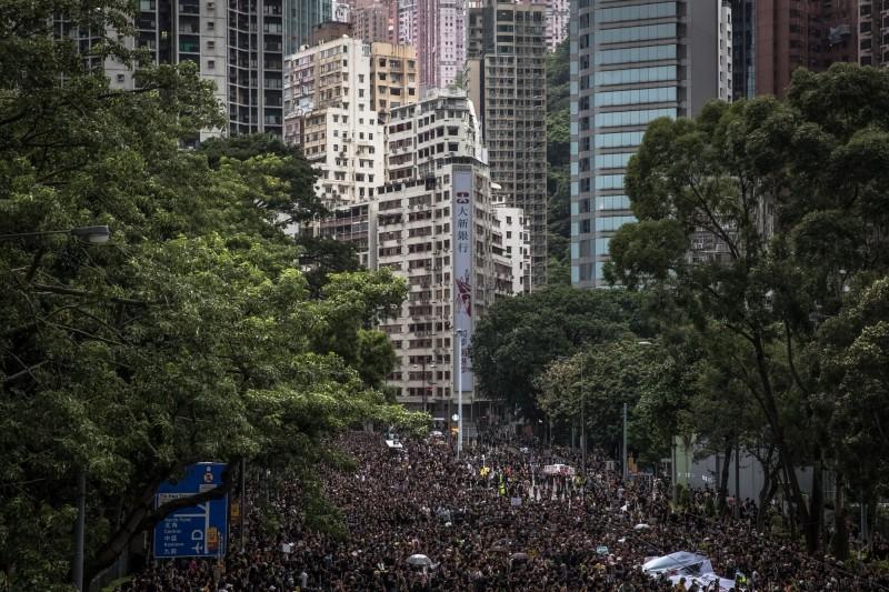 香港818集會創港史上最大示威聚會人數,平安落幕。(歐新社)