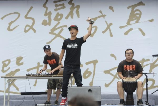 競選總部成立大會,樂團演唱為大會揭開序幕。(記者廖振輝攝)