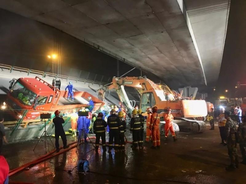 中國江蘇高架橋坍塌 記者採訪被公安帶到牆角毆打
